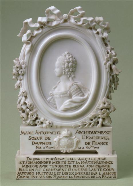 """Exposition """"Marie-Antoinette"""" de 1955 - Page 2 90-006229-02"""