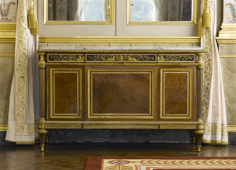Le 18e aux sources du design, chefs d'oeuvre du mobilier - Page 2 08-522884