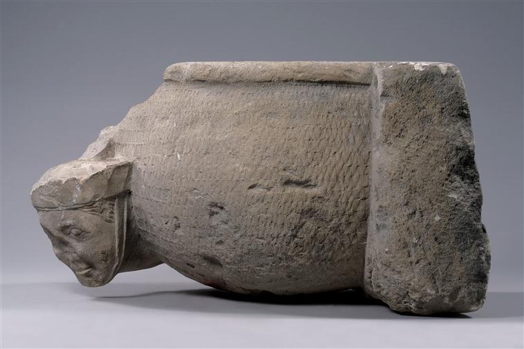 Pour un musée de la basilique et des tombeaux royaux - Page 2 13-551337