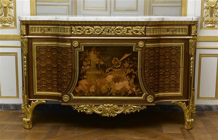 Le 18e aux sources du design, chefs d'oeuvre du mobilier 10-535114