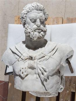 Hercule, héros antique et allégorie royale 17-502153